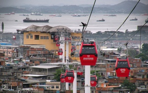 Cable cars over the Alemão complex